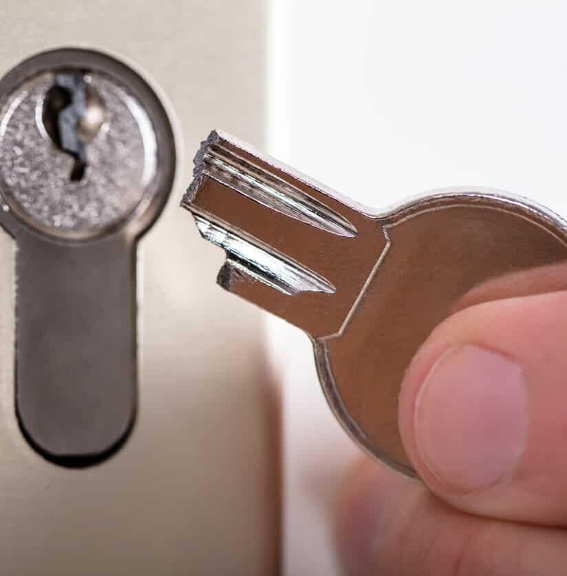 im Schloss abgebrochener Schlüssel